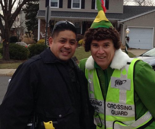New Jersey crossing guard directs traffic as 'Buddy the Elf'