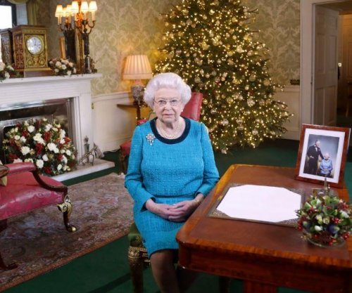 Queen Elizabeth urges Britain to 'take a deep breath'