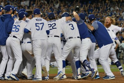 NLCS: Justin Turner's walk-off HR blasts Dodgers past Cubs
