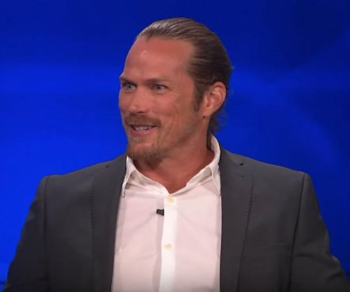 'Sex and the City' alum Jason Lewis on 'Team Sarah' amid drama