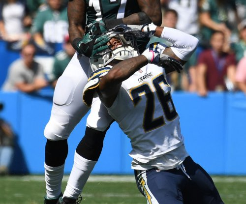 Los Angeles Chargers extend CB Casey Hayward's contract