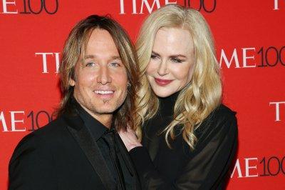 Nicole Kidman, Keith Urban perform duet to 'Female'