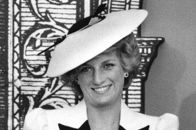 London flat where Princess Diana lived receives blue plaque