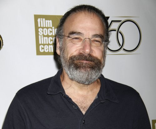 'Homeland' star Mandy Patinkin narrating 'Spymasters' documentary