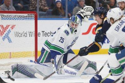 Canucks goalie Jacob Markstrom shuts down Avs with sprawling save
