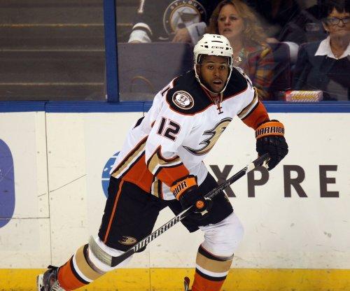 Anaheim Ducks dominate Calgary Flames