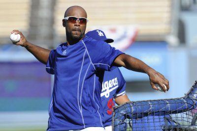 San Francisco Giants sign veteran SS Jimmy Rollins to minor league deal