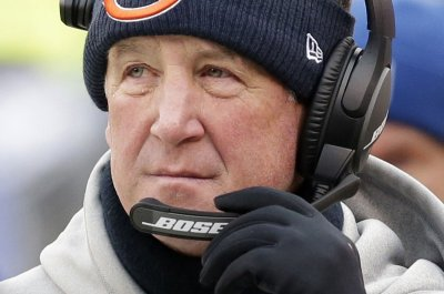 Chicago Bears (3-13) stick with John Fox, Ryan Pace