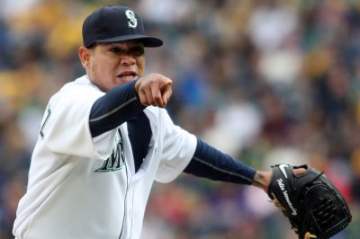 Felix Hernandez leads Seattle Mariners past Texas Rangers