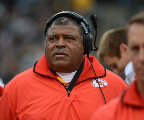 Romeo Crennel regains defensive coordinator job with Houston Texans