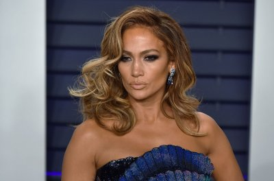 Jennifer Lopez to receive 2019 CFDA Fashion Icon award