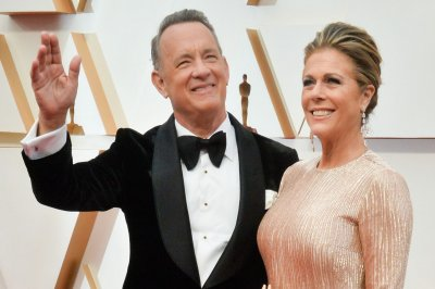 Tom Hanks, Rita Wilson become citizens of Greece