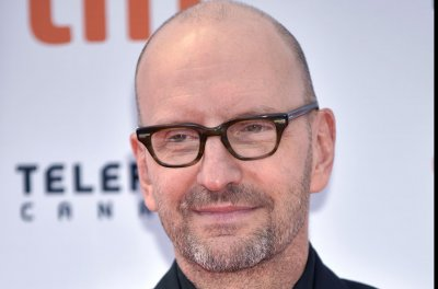 Steven Soderbergh wants you to watch 'Wireless' on your phone