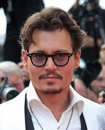 Depp regrets comparing photo shoot to rape