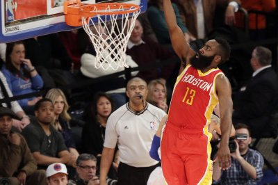 Harden, Houston Rockets down Charlotte Hornets