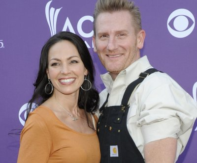 Rory Feek plans mementos for Valentine's Day with ailing wife, Joey