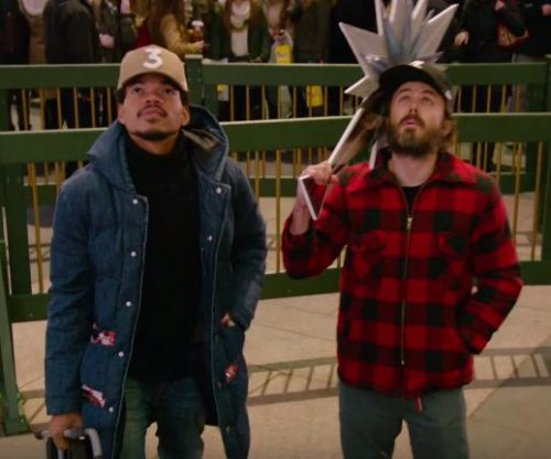Casey Affleck, Chance the Rapper try to decorate the Rockefeller Christmas tree in 'SNL' preview