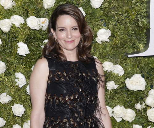 Tina Fey announces 'Mean Girls' is coming to Broadway in March