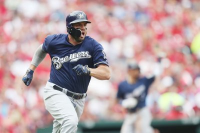 Mike Moustakas double lifts Milwaukee Brewers over St. Louis Cardinals