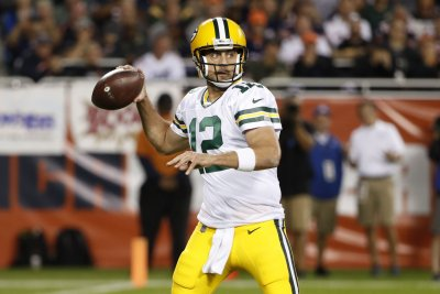 Eagles beat Packers on late Aaron Rodgers interception