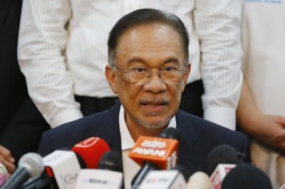 Former ruling coalition tabs Anwar Ibrahim as next Malaysian PM