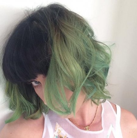 Katy Perry dyes her hair 'slime green'