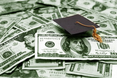 New college students taking on less debt, College Board reports