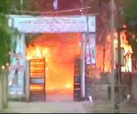 24 die as squatters' camp in India park burns