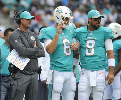 Miami Dolphins fans want Jay Cutler benched; Adam Gase stands by quarterback