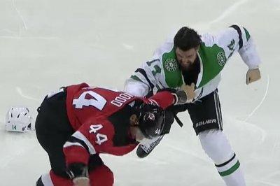 Hockey fight: Stars' Benn, Devils' Wood have old-school brawl