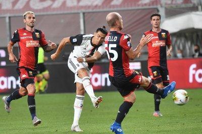 Cristiano Ronaldo blast helps Juventus beat Genoa