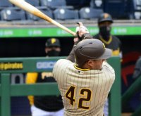 Manny Machado homer sparks Padres win vs. Pirates