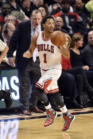 Rose, Bulls head north to visit Raptors