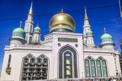 Putin helps open Moscow mosque billed as biggest in Europe