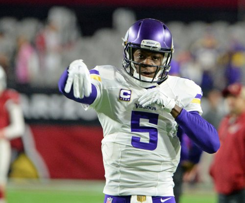 Minnesota Vikings QB Teddy Bridgewater tears ACL during practice