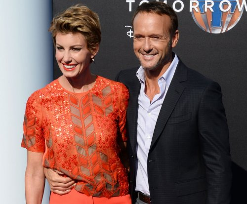 Faith Hill, daughter Maggie McGraw sing to Taylor Swift