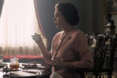 'The Crown': First image released of Olivia Colman as Queen Elizabeth II