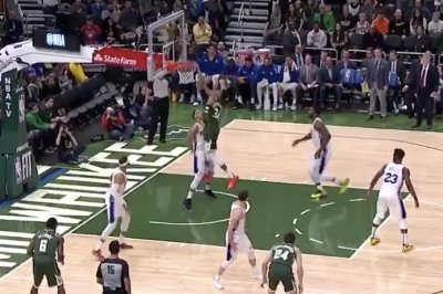 Giannis Antetokounmpo, Ben Simmons exchange poster dunks