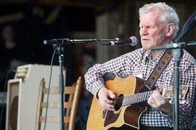 Musician Doc Watson dies at 89