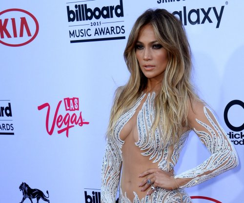 Jennifer Lopez shows off athletic side in motivational Instagram post