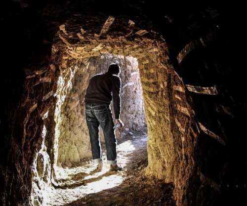 Secret tunnels at heart of economy in eastern Damascus suburbs