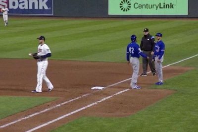 Blue Jays base runner picked off after mistaking ball three for walk