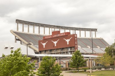 University of Texas to rename football field for Earl Campbell, Ricky Williams