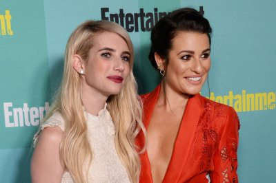 Emma Roberts, Lea Michele buddy up at Comic-Con