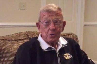 Trump scores endorsement from ex-Notre Dame coach Holtz before Indiana vote