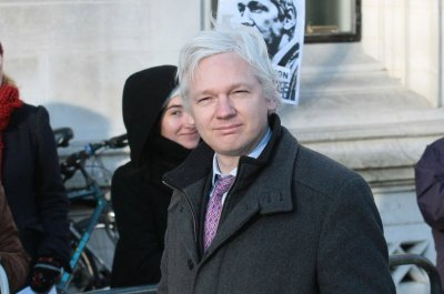 Ecuador confirms it cut off Julian Assange's Internet access