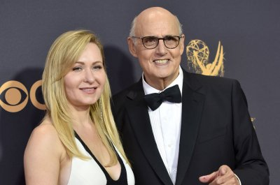'Transparent' creator confirms death of Jeffrey Tambor's character