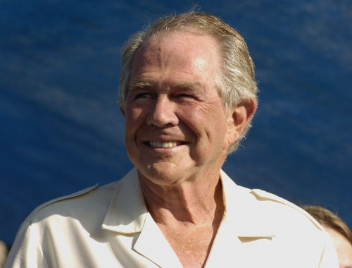 Mac 'n' cheese a mystery to Pat Robertson