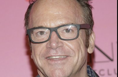 Tom Arnold announces wife Ashley's pregnancy on Twitter
