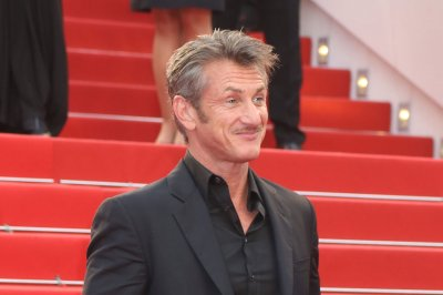 Sean Penn spotted on date with Emmanuelle Vaugier